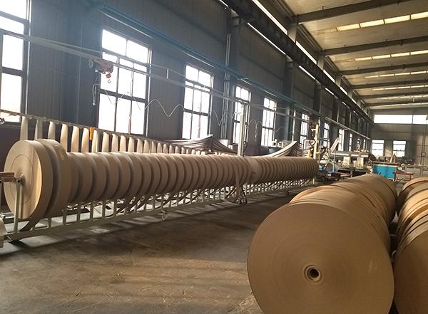 大型螺旋卷管机工作现场